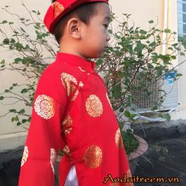 Áo dài bé trai họa tiết đồng xu màu đỏ