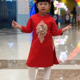 Áo dài gấm cách tân bé gái hoa đính kim sa màu đỏ (2-14 tuổi)