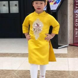 Áo dài gấm cách tân bé gái hoa đính kim sa màu vàng  ( Áo dài + quần + mấn) (2-14 tuổi)