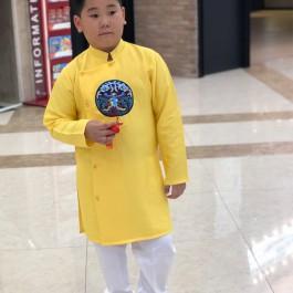 Sét áo dài Gấm bé trai họa tiết thêu đắp phối dây màu vàng kèm quần (2-14 tuổi)